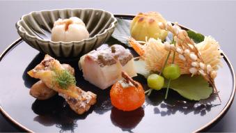 懐石料理 〈彩/いろどり〉